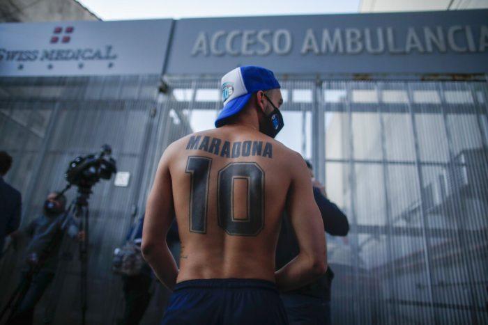 hincha-maradona-10-tatuado-espalda