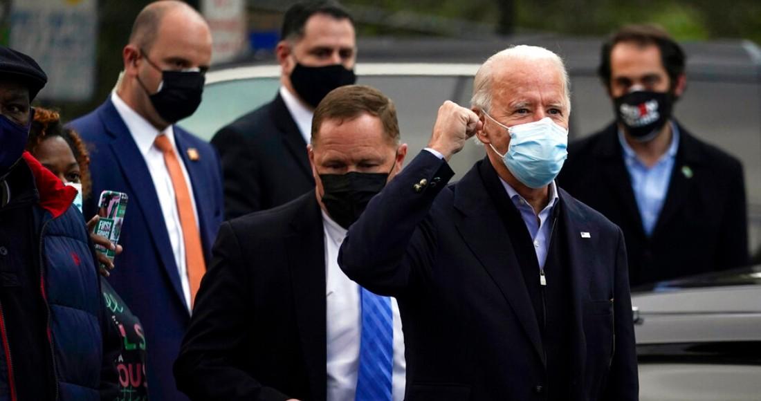 El candidato presidencial demócrata Joe Biden visita el Centro Acuático Joseph R. Biden Jr. el martes 3 de noviembre de 2020, en Wilmington, Delaware. Foto: Carolyn Kaster, AP