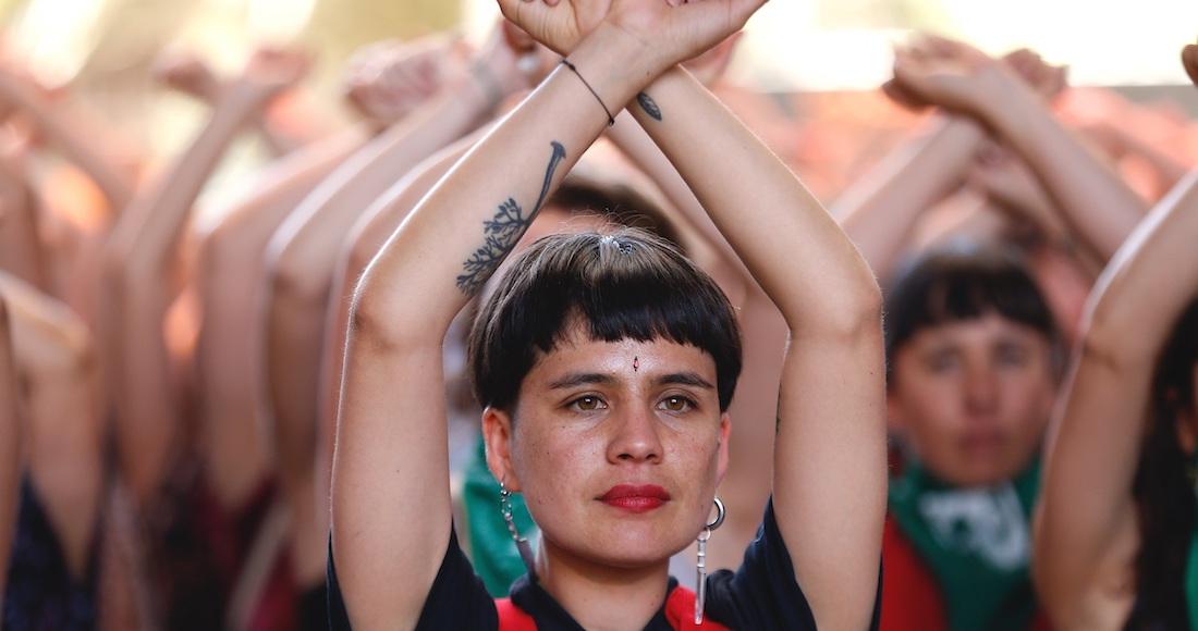 lastesis - España honra con un minuto de silencio y despliegue de color morado a víctimas de violencia machista