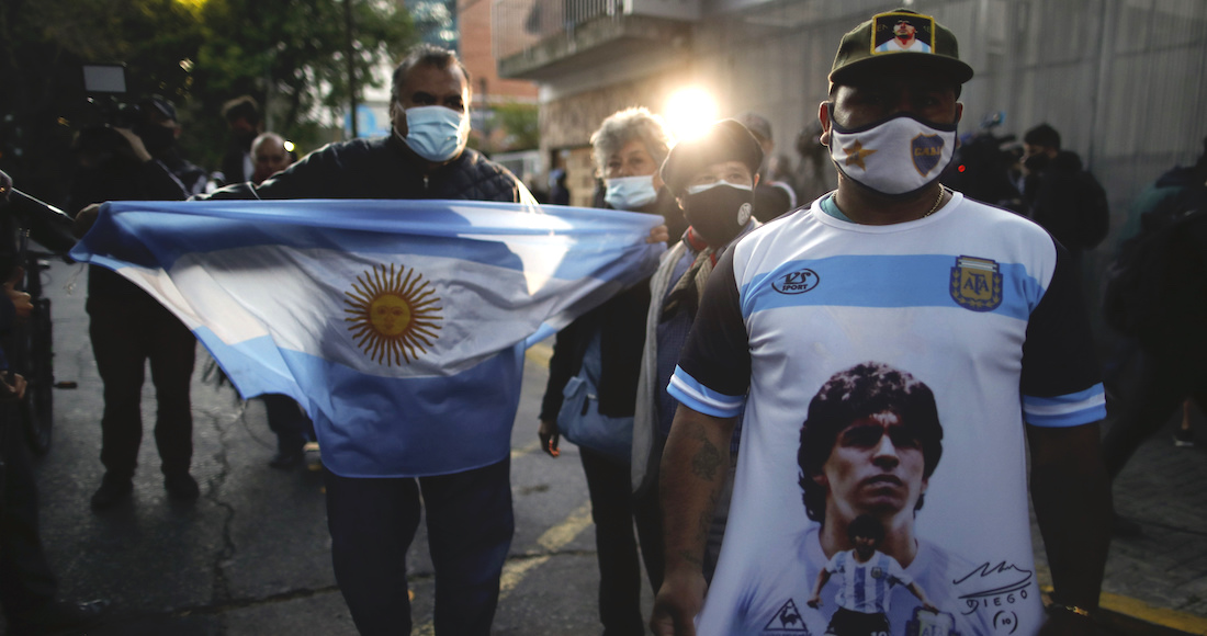 """luto argentina maradona - La muerte de Maradona, """"la leyenda del futbol"""", acapara las portadas de los medios del mundo"""