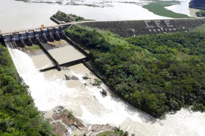 presa pencc83itas - Empresas riegan el agua del país como quieren. La Conagua exige nueva Ley que cerrará la llave