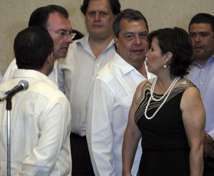 Luis Videgaray Caso frente a Rosario Robles Berlanga durante una sesión del Consejo Estatal para la restauración de Guerrero, en 2014.