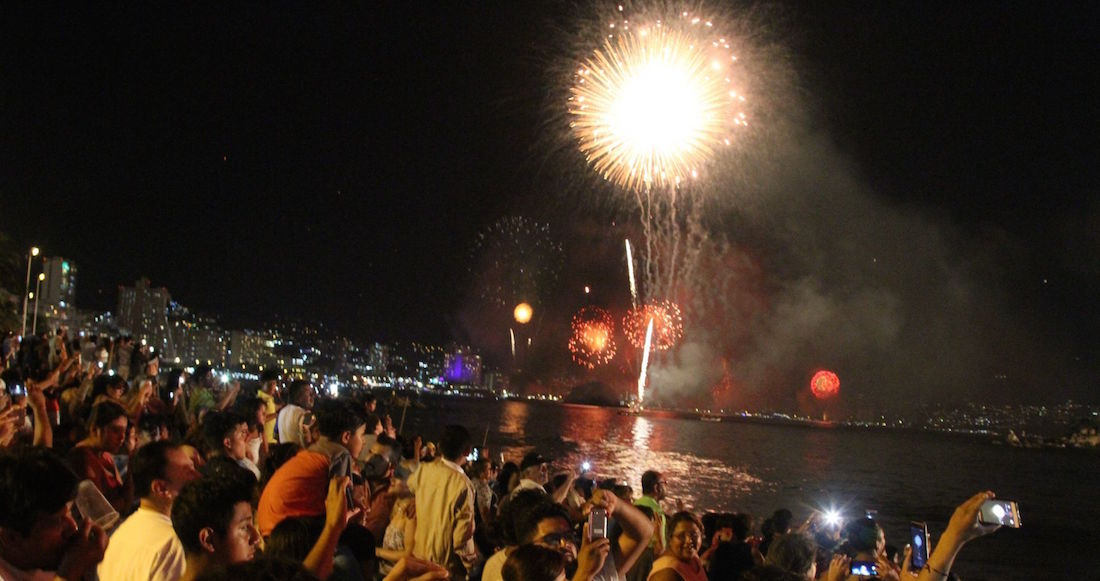 acapulco - FOTOS: Autoridades impiden que 800 personas celebren en playas de Acapulco; bares registran aglomeraciones
