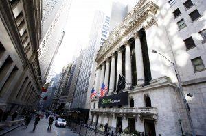 La imagen muestra la fachada de la Bolsa de Valores de Nueva York, EE. UU.  Foto: Justin Lane, Archivos EFE