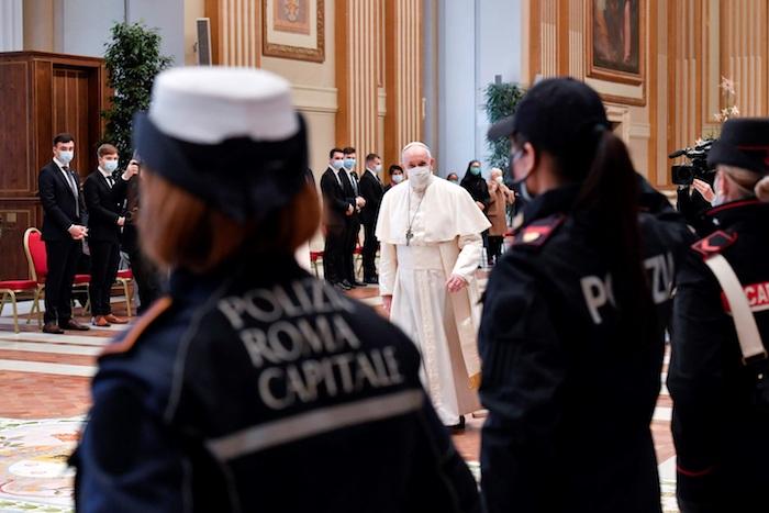 """El Papa argentino requirió """"esperanza para el continente americano, particularmente afectado por el coronavirus, lo que ha exacerbado sus numerosos sufrimientos que lo oprimen, a menudo agravados por las consecuencias de la corrupción y el narcotráfico""""."""
