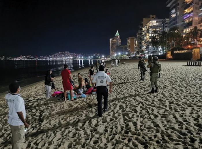 acapulco1 - FOTOS: Autoridades impiden que 800 personas celebren en playas de Acapulco; bares registran aglomeraciones