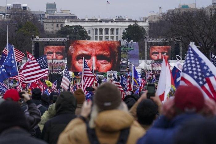 Estadounidenses a la espera del comienzo del mitin de su Presidente, Donald Trump, el pasado 6 de enero.