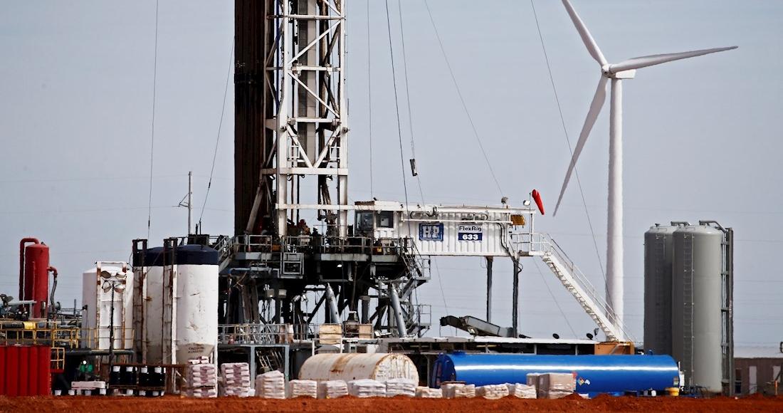 bomba petrolera - Arabia recortará producción de petróleo, México se mantiene y la OPEP+ logra acuerdo de bombeo