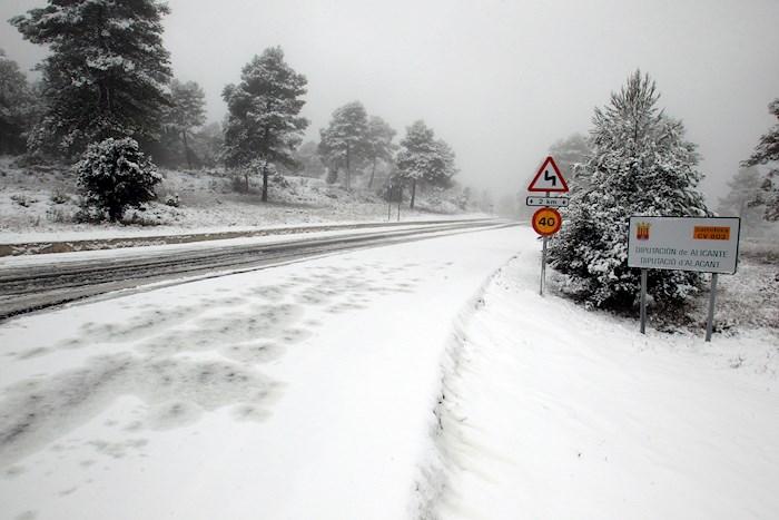 carretera madrid - FOTOS: Madrid amanece cubierta de nieve; autoridades piden no realizar desplazamientos innecesarios