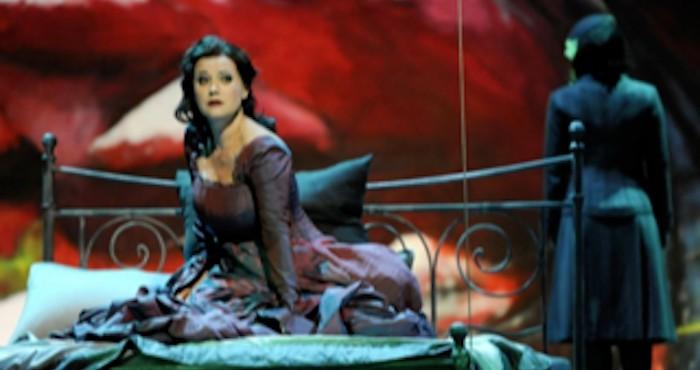 """""""De una belleza arrolladora, sensual y enigmática la talentosa soprano Emilia Marty es una mujer sin tiempo, literalmente""""."""