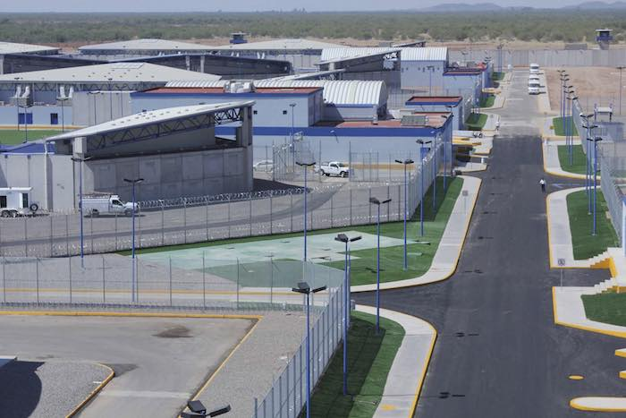 cefereso 11 - Calderón dio las cárceles a los privados. Se hincharon de dinero. El sistema penitenciario perdió