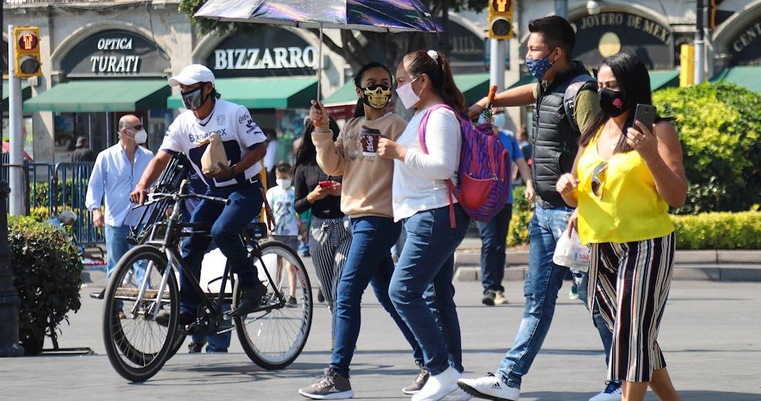 fc43e111267ca9e4ebc11ffa976885fbb2b2567f 1 - VIDEO: Mujer se niega a usar cubrebocas por comer en una combi del Edomex; la apodan #LadyPepitas