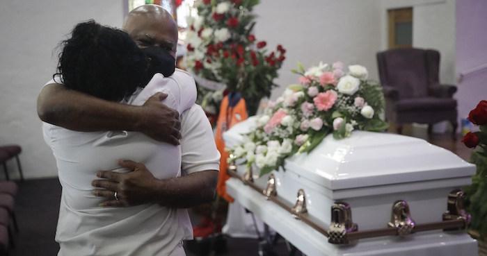 funeral - Los Ángeles pide no trasladar a hospitales a pacientes COVID con pocas posibilidades de sobrevivir