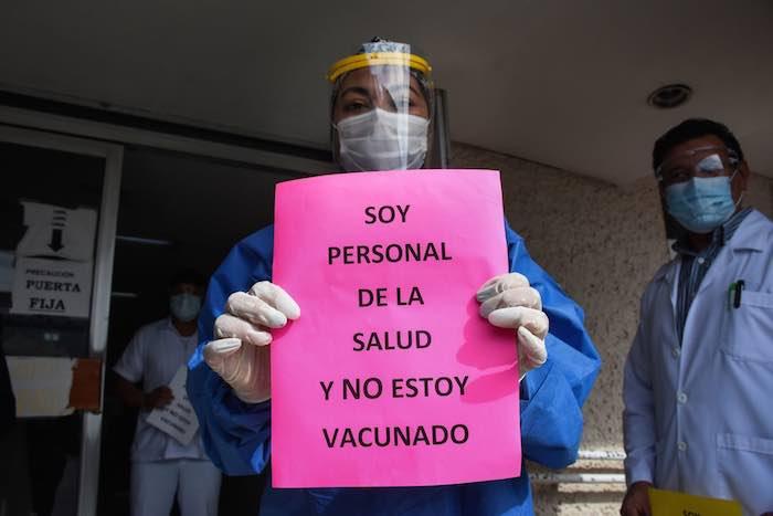 imss covid - El golpeado sistema de salud, sea público o privado, le da servicio a 7 de cada 10 mexicanos. El resto...