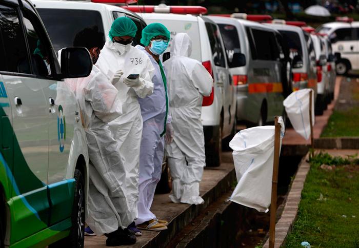 millones casos covid - Las mafias lucran con todo: las pruebas de laboratorio, vacunas falsas, la necesidad del oxígeno...