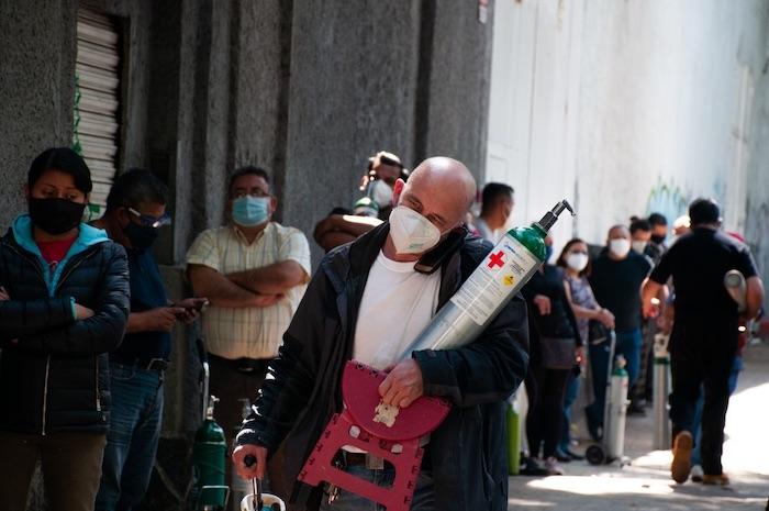 tanque oxigeno3 - Las mafias lucran con todo: las pruebas de laboratorio, vacunas falsas, la necesidad del oxígeno...