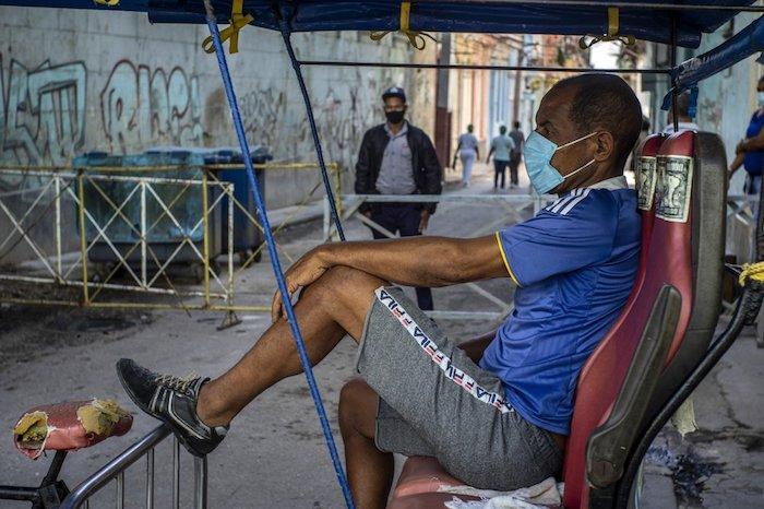 1000 1 - CRÓNICA   Cuba arranca la masiva producción de su propia vacuna, mientras cuarentena se extiende
