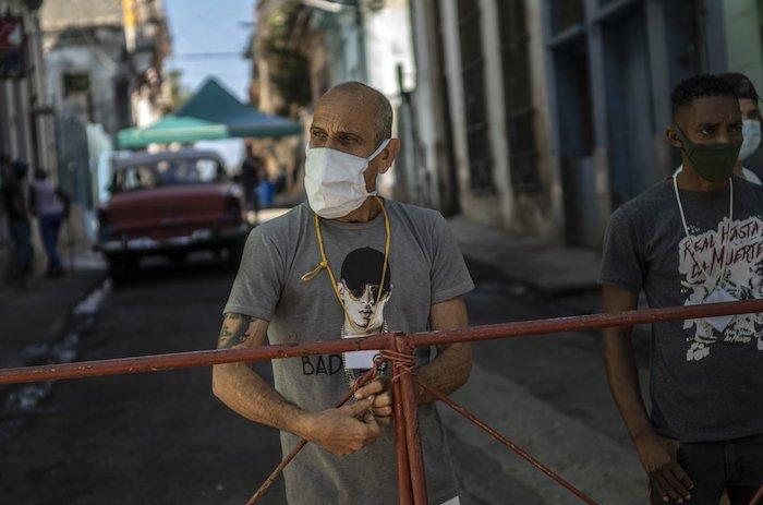 1000 2 - CRÓNICA   Cuba arranca la masiva producción de su propia vacuna, mientras cuarentena se extiende