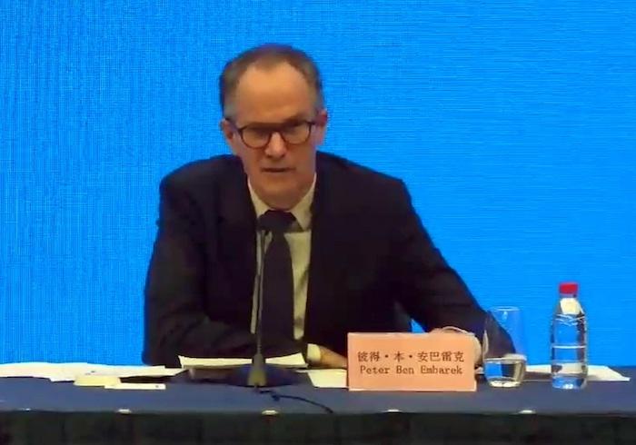 Captura del video facilitado por la OMS de la comparecencia de prensa del jefe de la misión de la Organización Mundial de la Salud (OMS), Peter Ben Embarek, tras su investigación sobre los orígenes del virus en Wuhan.
