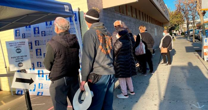 vacuna 1 1 - La primera jornada de vacunación contra la COVID-19 para latinos inicia en Los Ángeles