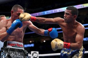 """5290aae7aabd1db3ea192378d28a9321233e0e30 300x200 - El boxeador mexicano """"Gallo"""" Estrada derrota al """"Chocolatito"""" González y gana dos títulos mundiales"""