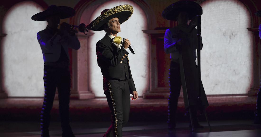 alejadro fenrnadez - Alejandro Fernández y Anitta dan positivo a prueba de COVID a horas de que se celebren los Latin AMAs