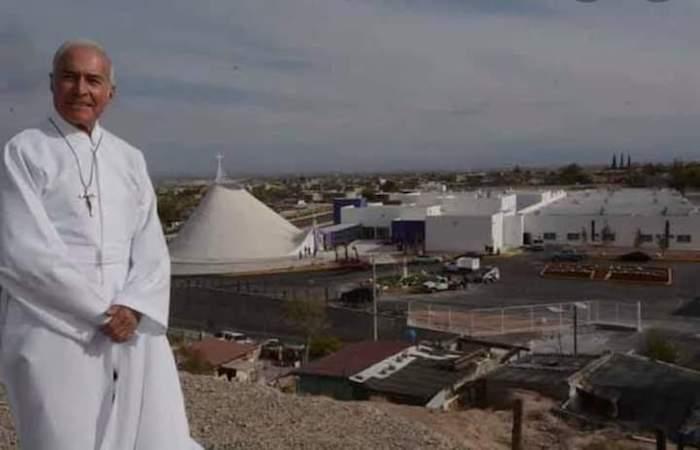 El sacerdote Aristeo Trinidad Baca en Chihuahua.