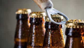 cerveza-botellas-destapador