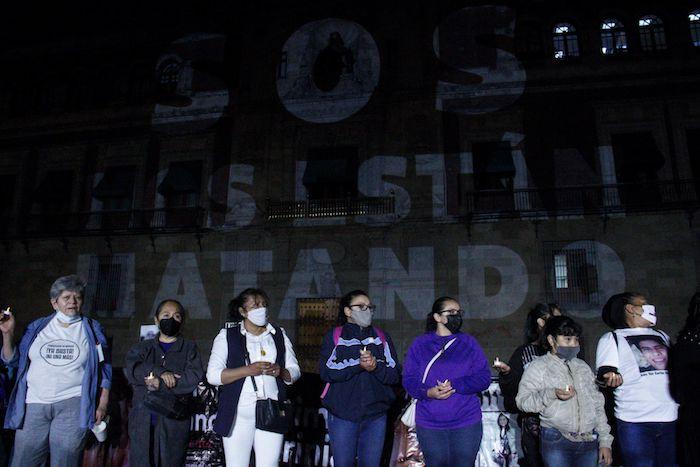 cuartoscuro 807429 digital - FOTOS: Nombres de víctimas son proyectados en la fachada de Palacio Nacional. Madres piden justicia