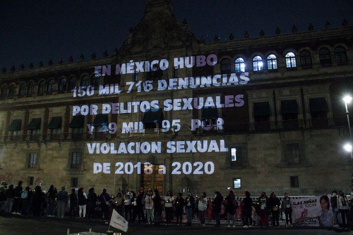 cuartoscuro 807430 digital - FOTOS: Nombres de víctimas son proyectados en la fachada de Palacio Nacional. Madres piden justicia
