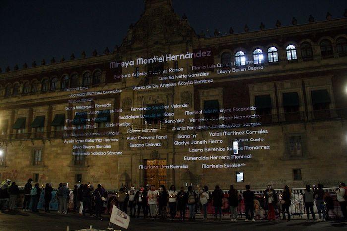 cuartoscuro 807431 digital - FOTOS: Nombres de víctimas son proyectados en la fachada de Palacio Nacional. Madres piden justicia