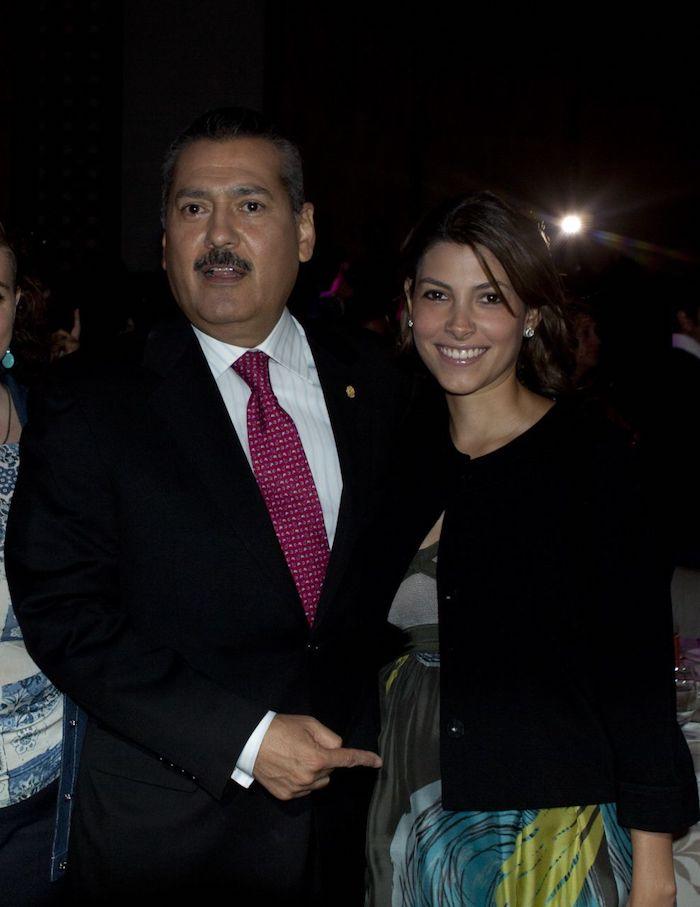 Manlio Fabio Beltrones y su hija Sylvana en 2011.