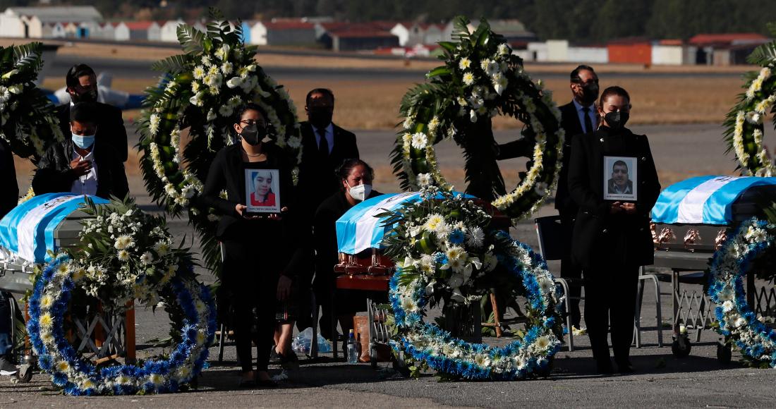 restos de migrantes guatemaltecos asesinados en mexico llegan a guatemala - Familiares inician funerales de los 16 migrantes guatemaltecos calcinados en Camargo, Tamaulipas