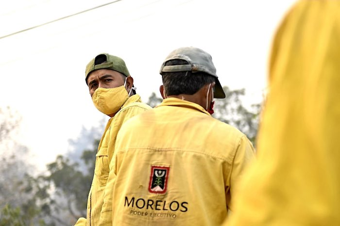 ey4mul1wqaeo to 1 - FOTOS: Autoridades usan helicópteros para tratar de sofocar el incendio en Tepoztlán, Morelos
