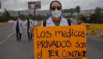 Protesta de medicos privados pro la falta de la vacuna