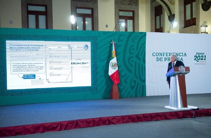 Foto AMLO en la mañanera mexicanos contra la corrupción y la impunidad