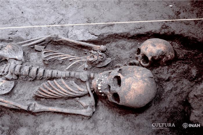 foto home - Arqueólogos hallan 17 entierros prehispánicos en Xochimilco, CdMx