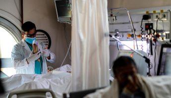 Personal medico en hospital de Buenos Aires