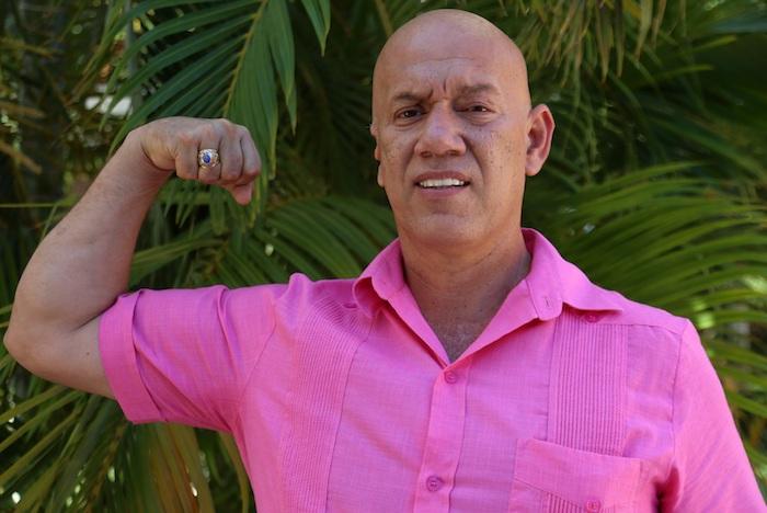 Fotografía fechada el 6 de mayo de 2021 que muestra al candidato a la Presidencia Municipal de Puerto Morelos por el Partido Fuerza por México, Tirso Esquivel Ávila, posando para una fotografía en el municipio de Puerto Morelos en el estado de Quintana Roo (México).