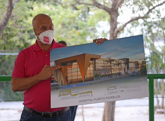 Fotografía fechada el 6 de mayo de 2021. que muestra al candidato a la Presidencia Municipal de Puerto Morelos por el Partido Fuerza por México, Tirso Esquivel Ávila, posando para una fotografía en el municipio de Puerto Morelos en el estado de Quintana Roo (México).