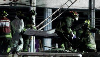Traslado de cuerpo de victima de accidente en la L12