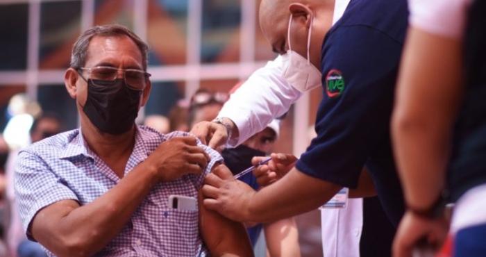 """el paso vacuna - """"Siento mucha paz"""". Mexicanos van a El Paso para vacunarse contra COVID"""