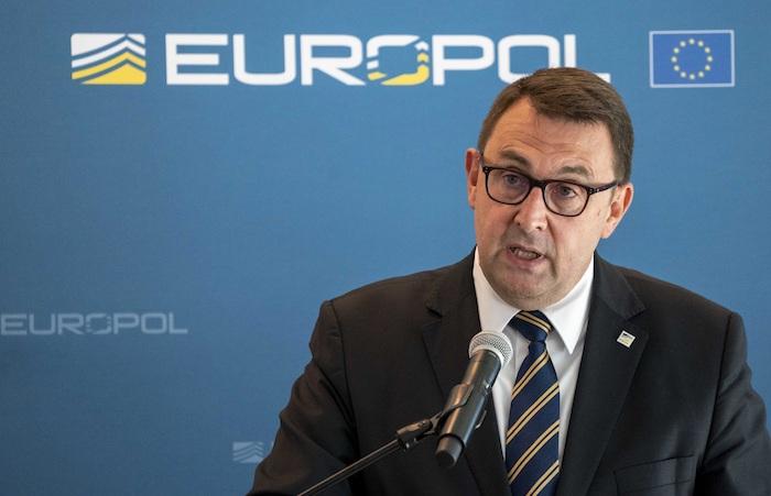 El director adjunto de Europol, Jean-Philipe Lecouffe, ha ofrecido los detalles de la operaciÛn este martes en La Haya.