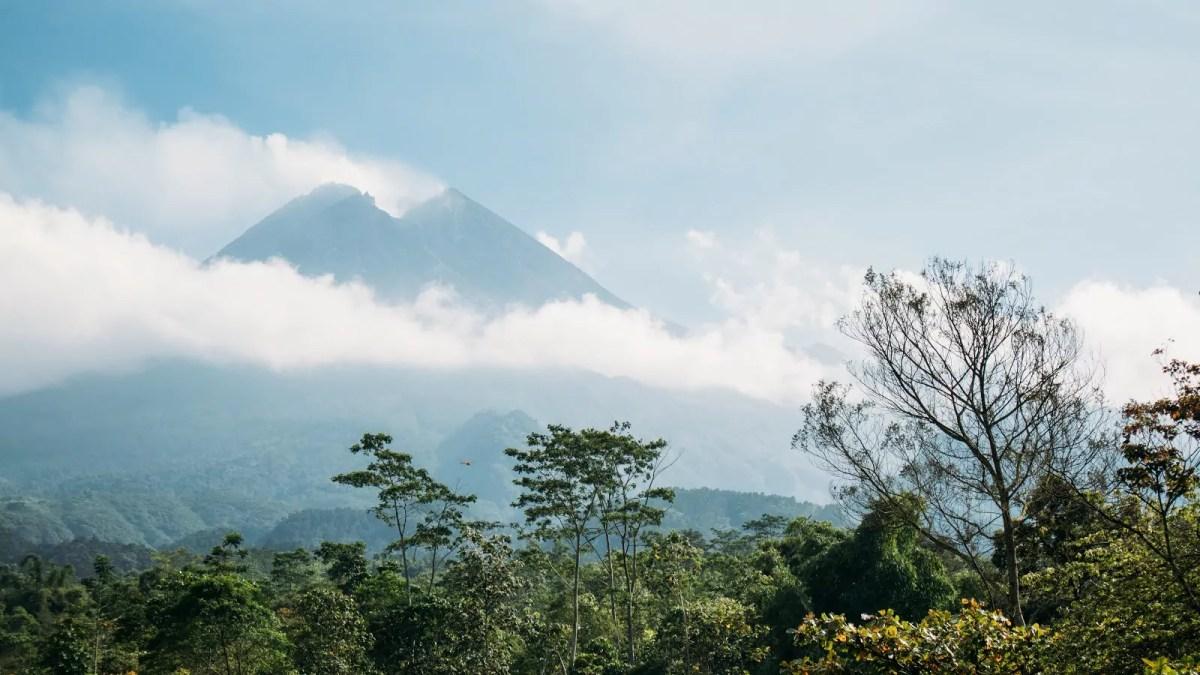 Gambar ilustrasi pegunungan andesit