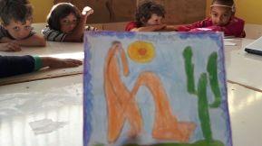 Relendo Tarsila do Amaral. Desenho trazido pra sala, virou tema de pesquisa durante parte da aula.