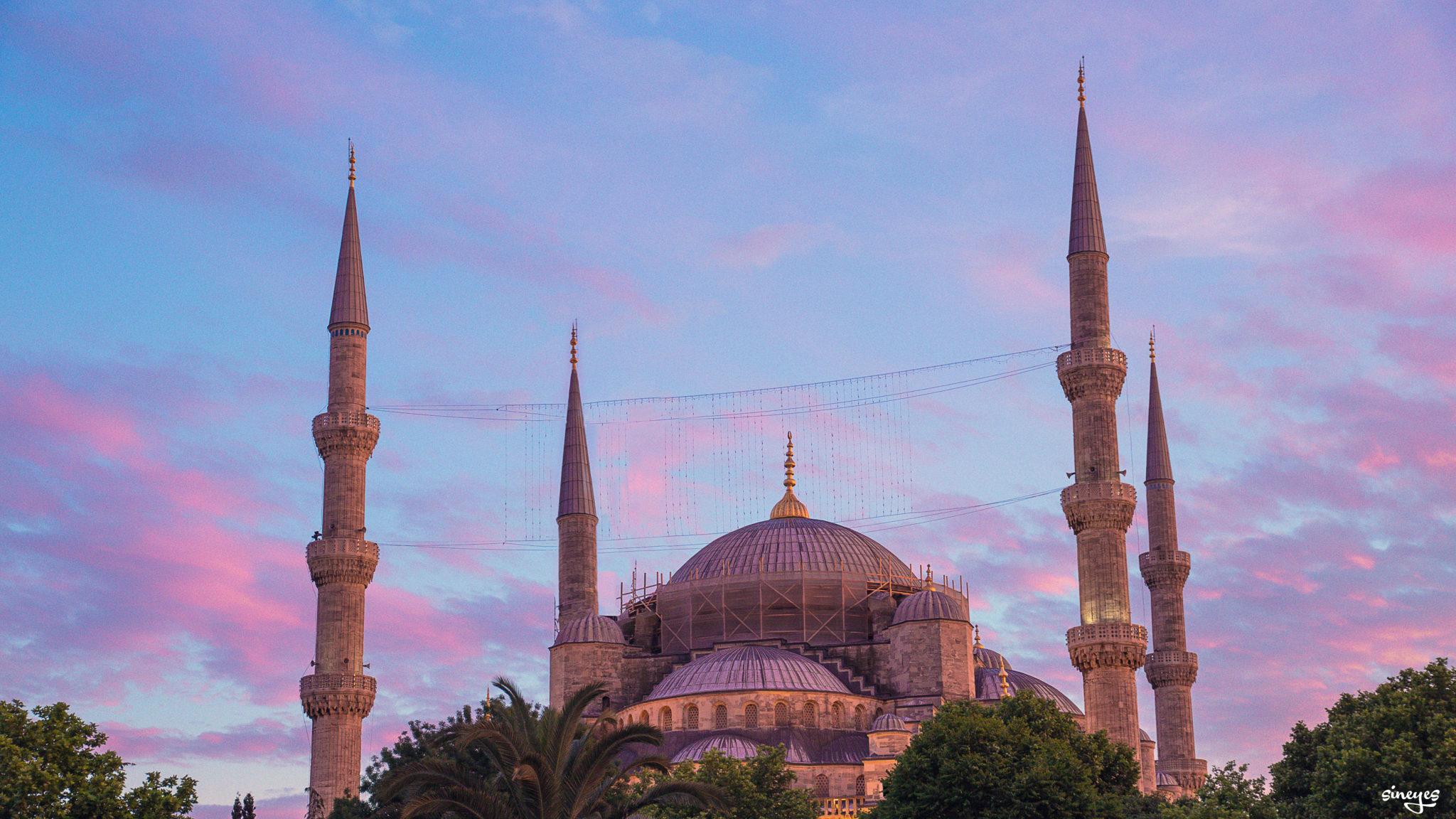 La porte de l'Orient - Istanbul, Turquie by sineyes