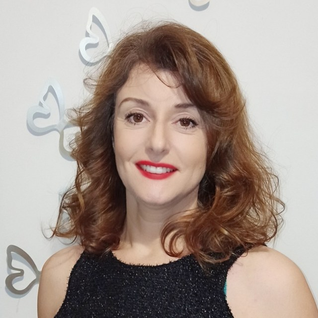 About us - Barbara destination wedding planner in Italy. Founder of Sinfonia wedding, Barbara have such a depth of knowledge of her country. She can hel p you plan your unforgettable wedding in Italy