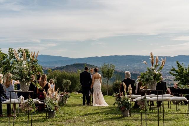 bride and groom diring the wedding ceremony