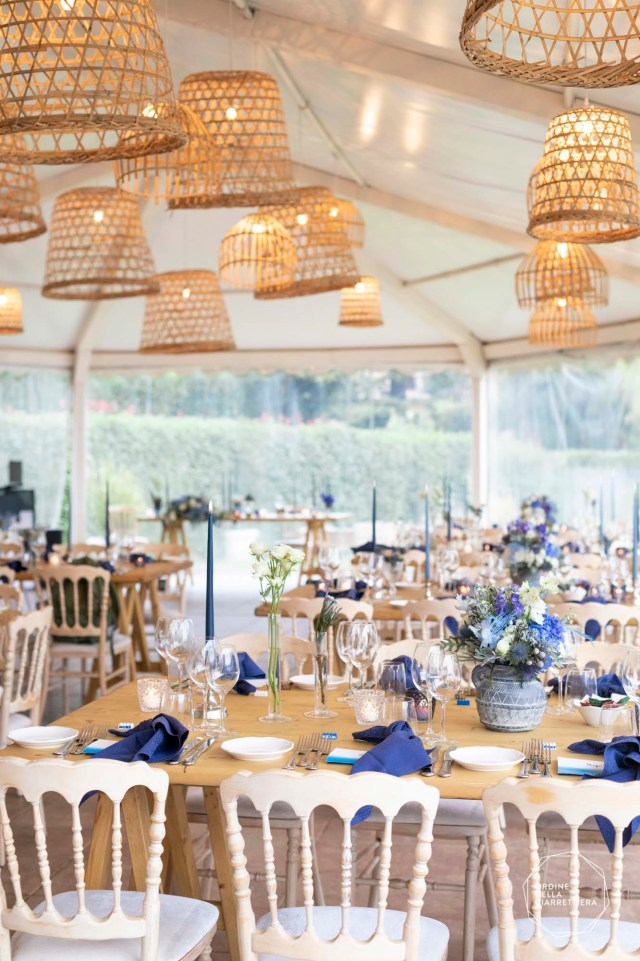 Wedding table with blue floral decors and naked table