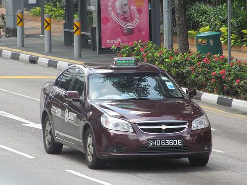 シンガポールのタクシーの料金詳細と予約方法